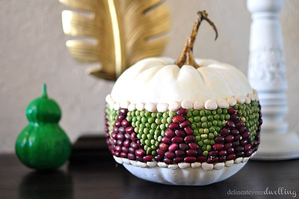 Fall Home Entryway, Delineate Your Dwelling #emeraldgreen #gold #white #pumpkin