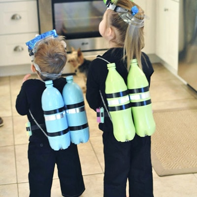 Easy to make and very inexpensive DIY Scuba Diver Halloween Costumes, Delineate Your Dwelling #halloweencostume #DIYcostume