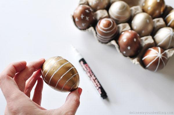 DIY Metallic Easter Eggs chalkpaint, Delineateyourdwelling.com