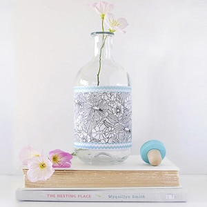 1Patterned Glass Vase flowers