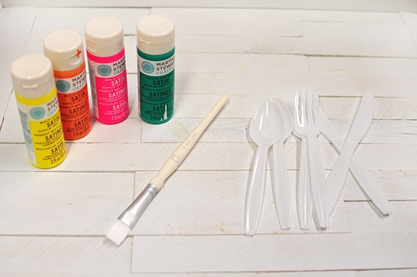 Painted Plastic Flatware supplies