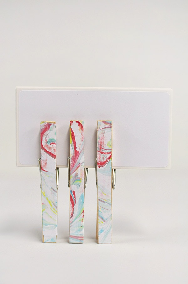 How to make DIY Marbled Clothes Pin, Delineateyourdwelling.com