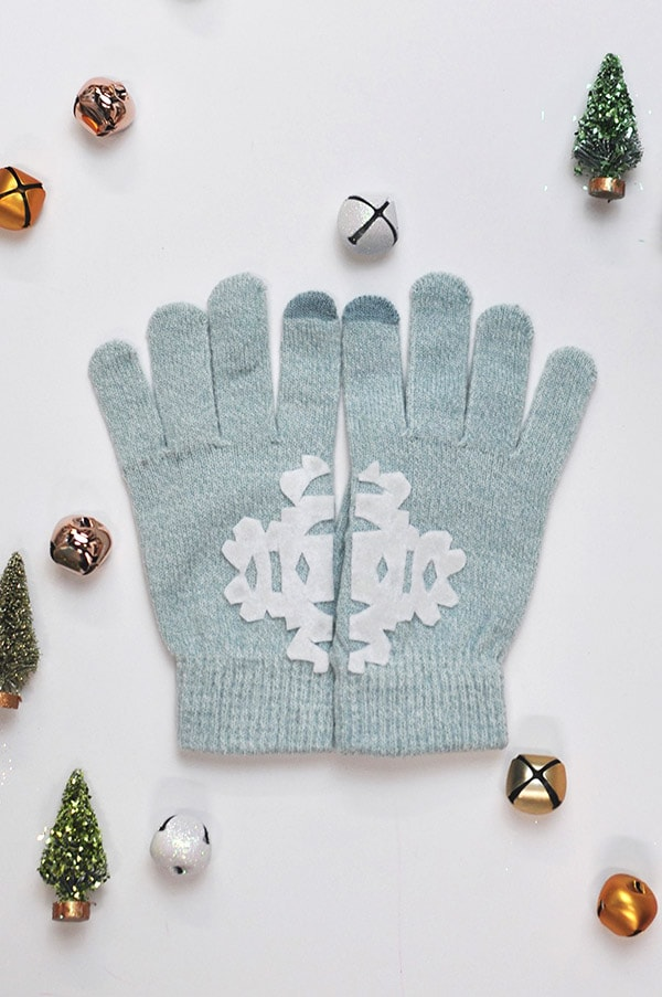 DIY-Felt Snowflake Mittens, Delineateyourdwelling.com