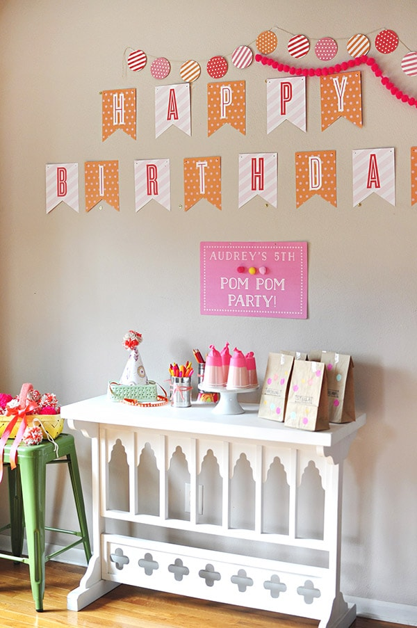 Pom Pom Birthday Party, Delineate Your Dwelling
