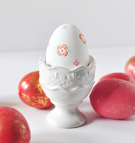 1 Floral Stamped Easter Egg