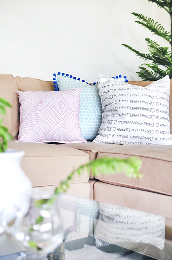 You can totally transform the look of a room by just changing the throw pillows! This list of cute throw pillows has some great DIY throw pillow options AND affordable throw pillows that you can buy if you aren't into DIYing :)