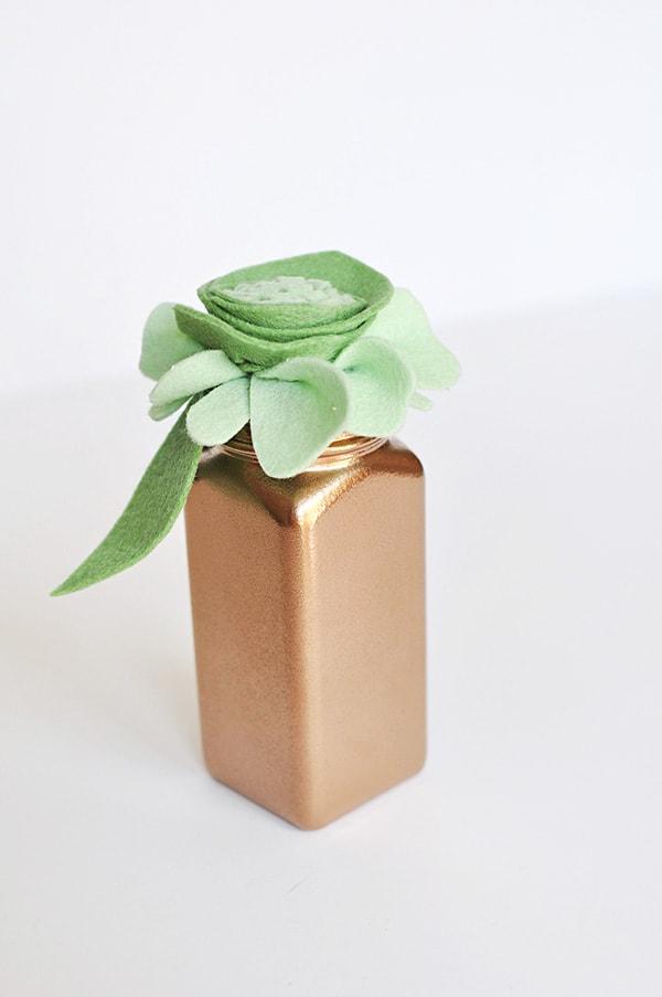 diy-flower-felt-bottle