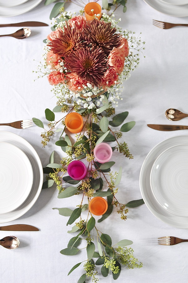 Minimal thanksgiving table decorations delineate your