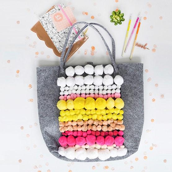 1-DIY-Pom-Pom-Patterned-Tote-bag