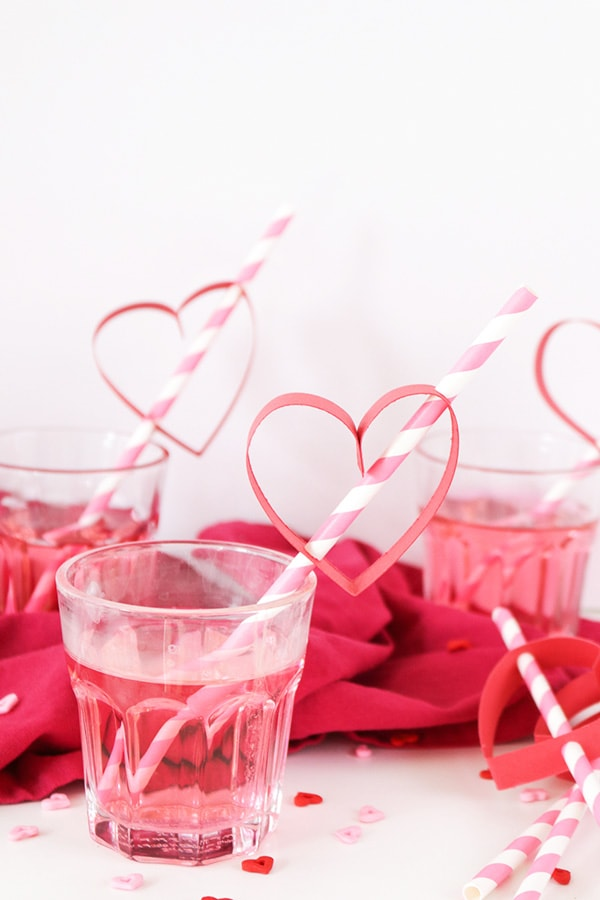 red valentines-day-diy-paper-heart-straws-3