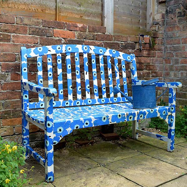 bench-wall-blue