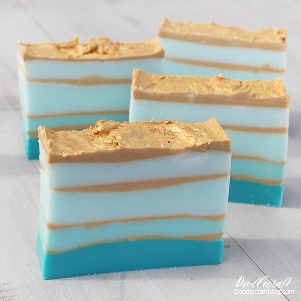 turquoise blue teal ombre layered DIY how to make your own soap with shimmer gold mica glitter bars bar of melt and pour soaps scented mold ocean layers (21)