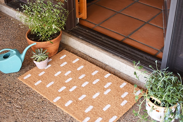 15 minute Painted DIY White Dash Doormat, Delineate Your Dwelling