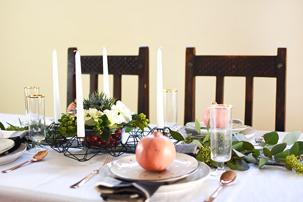 Minimal Thanksgiving Table in subtle black white green and pink! Easy to create yourself. Delineate Your Dwelling