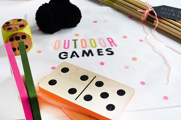 Outdoor Games DIY Bag - The perfect crafty tote to hold all your supplies! Delineate Your Dwelling